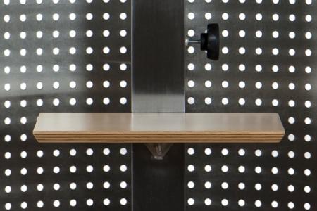 Deuxième étagère au pilier en métal